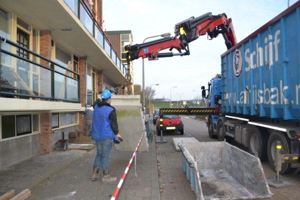 2013-03 Hoornselaan Katwijk Afhijsen van betonnen trappen t.b.v. hergebruik na diverse werkzaamheden (1) (Groot)
