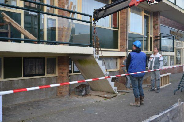 2013-03 Hoornselaan Katwijk Afhijsen van betonnen trappen t.b.v. hergebruik na diverse werkzaamheden (2) (Groot)